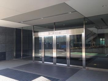 生田校舎D館入り口